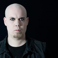 Lätt touch av futurepop på solodebut från Fredrik Croona