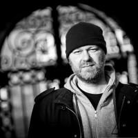 Spilstar-frontman presenterar Dead Man Recovering